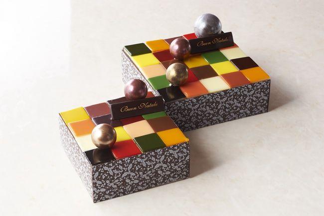 グランド ハイアット 東京(東京・六本木)「モザイクケーキ」3センチ四方の色とりどりのケーキを組み合わせた、モザイク模様のクリスマスケーキ。ひとつでいくつもの味を楽しめるよう、ローズフランボワーズ、ピスタチオ、マンゴー、キャラメル、ムースショコラ、フロマージュブラン、ブルーベリー、アプリコットの8種類のケーキを彩り豊かに。5,000円(12cm×12cm)、7,500円 (15cm×15cm)。ともに税別。予約受付中~12/13 。受け取り12/18~12/25