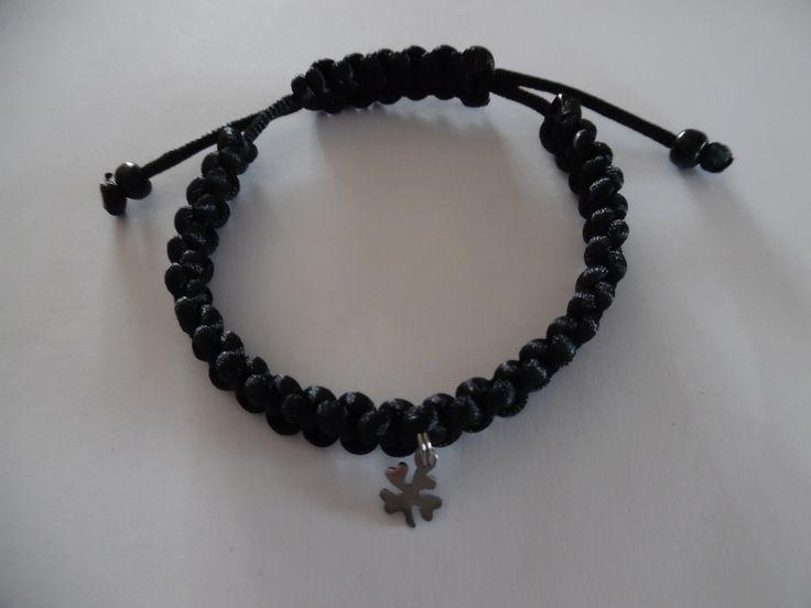 Bracelet tibétain homme noir en fil de soie, breloque trèfle a 4 feuilles. : Bijoux pour hommes par crea-039-martine