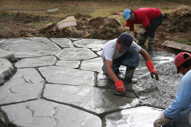 sculpted concrete patio creating flagstone with faux rock.jpg 650×434 pixels
