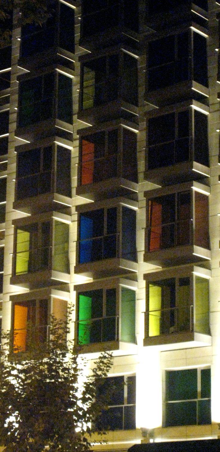 Edificio de colores en el Campo Volantín