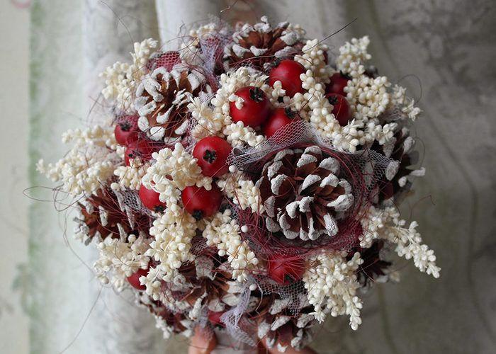 Фото 27 – Букет из шишек и ягод