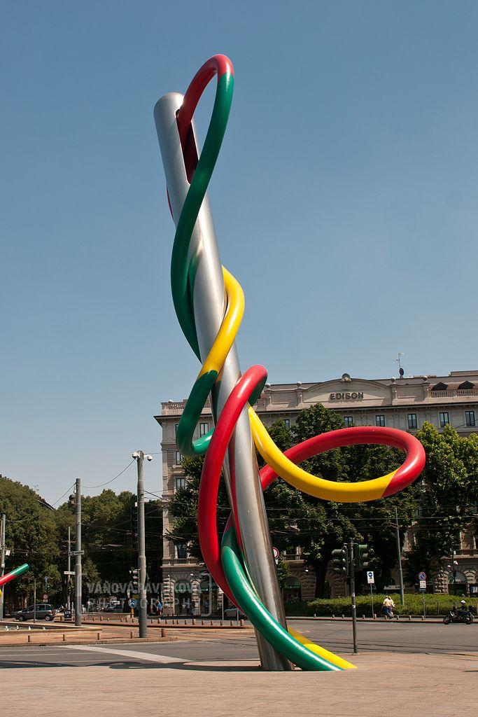 Needle and Thread Sculpture - Piazzale Luigi Cadorna (Milano, Italy) #milan #Milano #Italy #needle #sculpture