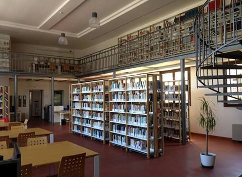 Biblioteca 'G. Ceccarelli' a Gatteo: interno 1
