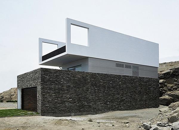 Coastal House in Las Palmeras, Peru, by architect Javier Artadi