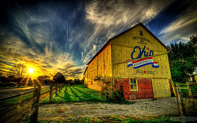 Ohio Bicentennial Barn located in Cuyahoga County. The one of the 88 barns that is yellow!