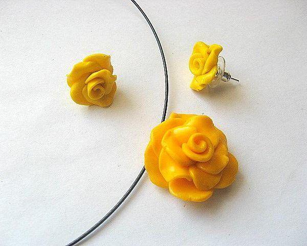 #Set #bijuterii #colier , #cercei si #inel #trandafiri #galbeni #fimo