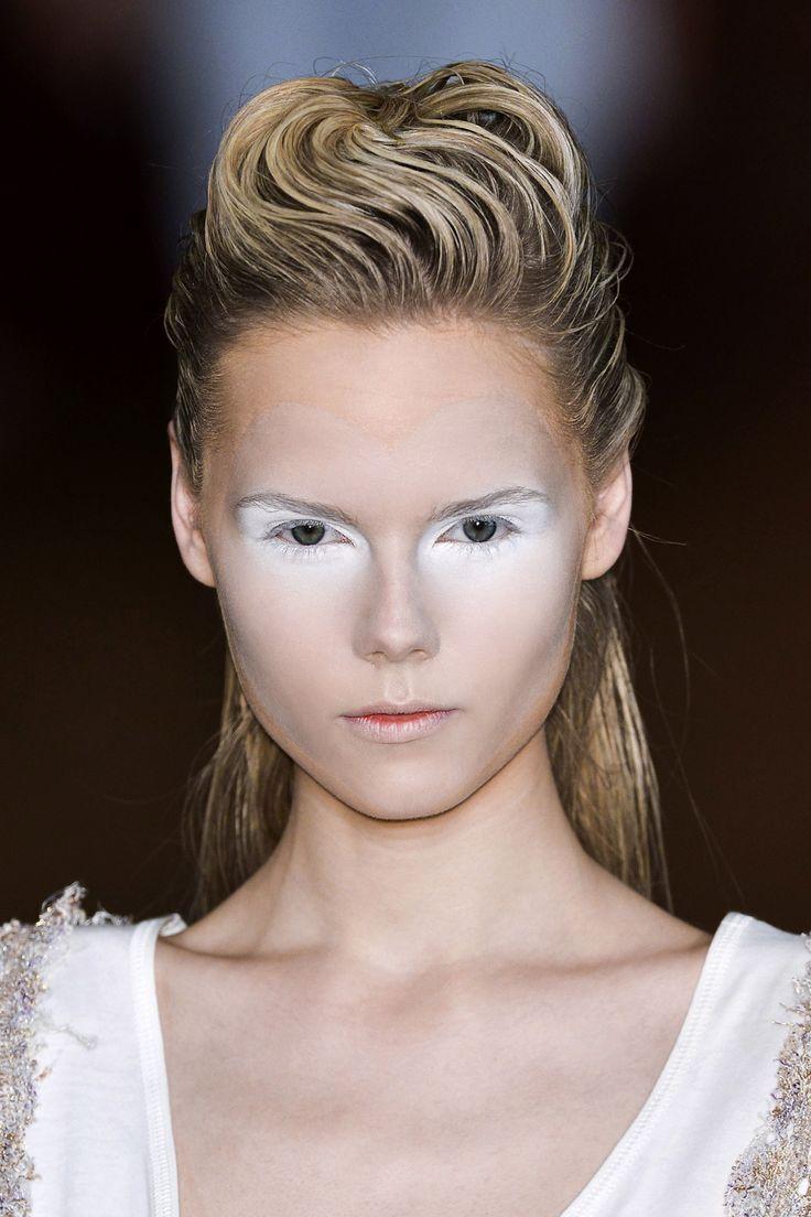 Maquillage futuriste noir et blanc - Maquillage blanc visage ...