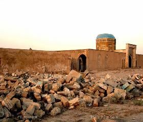 Kirkuk Citadel - The palace houses a mosque with historical and religious tombstones (like Prophet Daniel's tomb), two domes, three minarets, arches, and a graveyard.
