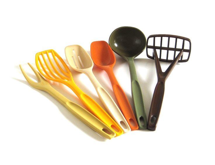 Pie Server Slotted Spoon Ultratemp Kitchen Utensil: Meat Fork Soup Ladle Spatua some marked Pyrex Accessories Bowl Scraper