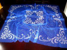 şık bir mavi örtü veya erkek kına örtüsü