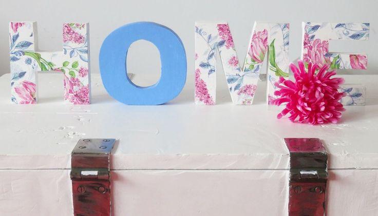 Zobacz jak wykonać oryginalne ozdoby do pokoju! Prezentujemy ciekawy pomysł na udekorowanie wnętrza literami z drewna. Do ozdobienia drewna proponujemy wykorzystanie techniki Decoupage. Zobacz jak stworzyć modną dekorację do Twojego wnętrza.
