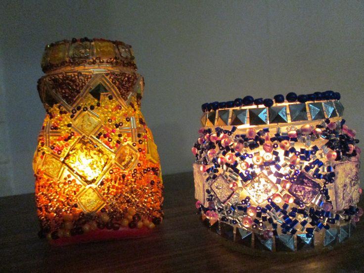 De noche....con velas pequeñas encendidas....