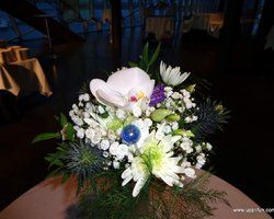 Flower decoration for a table