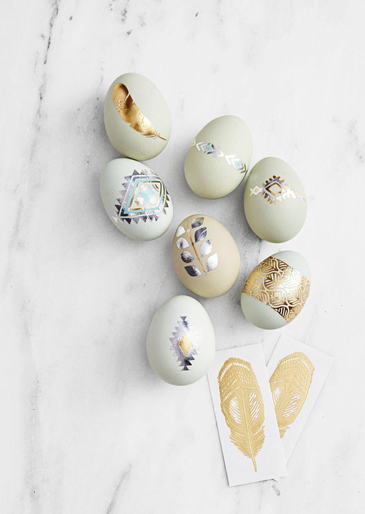 Wie kann man Eier mit goldenen Motiven verzieren?