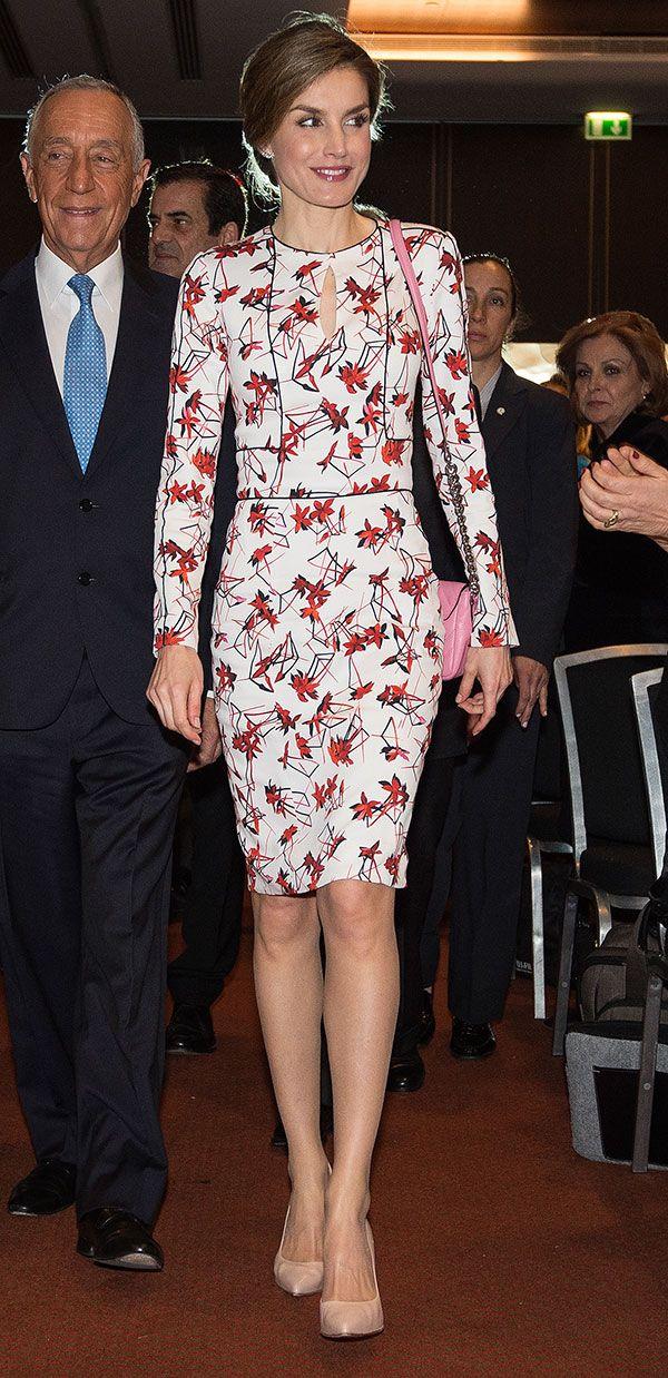La Reina Letizia ha viajado a Oporto, Portugal para participar en la 'Séptima Conferencia Tabaco o Salud', donde ha sido recibida por el presidente portugués, Marcelo Rebelo de Soussa.23.03.2017
