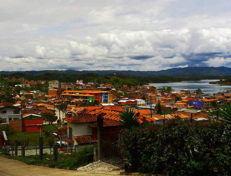 Guatepe, ilk bakışta Türkçe bir isimmiş gibi görünse de aslında Kolombiya'nın Antioguia bölgesinde yaklaşık 6 bin nüfuslu bir kasaba burası. Kolombiya'nın başkenti Bogota'dan sonra ikinci büyük şehri olan Medellin'e 2 saatlik mesafedeki bu küçük kasaba aynı zamanda turistlerin yoğun ilgisine...  #Adım, #Atmak, #Dünya'Ya, #Gereken, #Gidilmesi, #Guatepe, #İçin, #Mutlaka, #Rengarenk https://havari.co/rengarenk-bir-dunyaya-adim-atmak-icin-mut