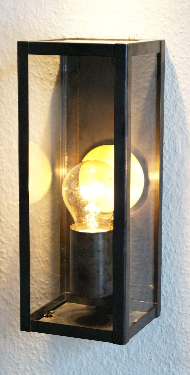 """NEUHEIT !   Schmale Wandleuchte aus Messing """"CUBU"""" Nr. 7590  Die Wandleuchte gibt dem Aussenbereich einen hochwertigen Look, der aktuell so populär ist. Stilvoll, zurückhaltend und elegant, aber dennoch ein ganz großes Licht.   An der Rückwand ist ein Messingspiegel angebracht und oben ist die Leuchte mit einem Glaseinsatz versehen.  Die Leuchte gibt es in 3 Varianten  Messing matt, Messing patiniert, Messing antik  Abmessungen / Daten der Wandleuchte   Höhe: 280 mm  Breite: 110 mm  Tiefe…"""