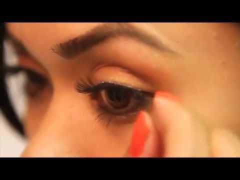 DUO Eyelash Glue for False Lashes - How to apply false lashes - video tutorial