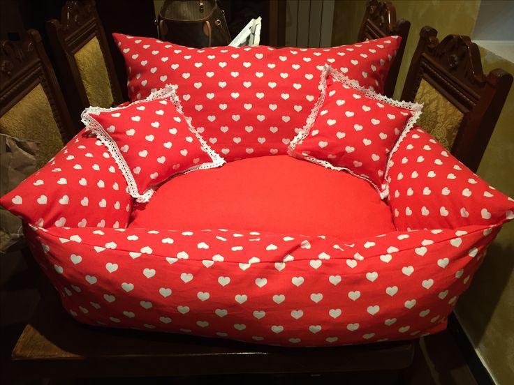 Cucce a sofà per cani e gatti interamente sfoderabili personalizzabili in colore e misura. Veri articoli di arredamento