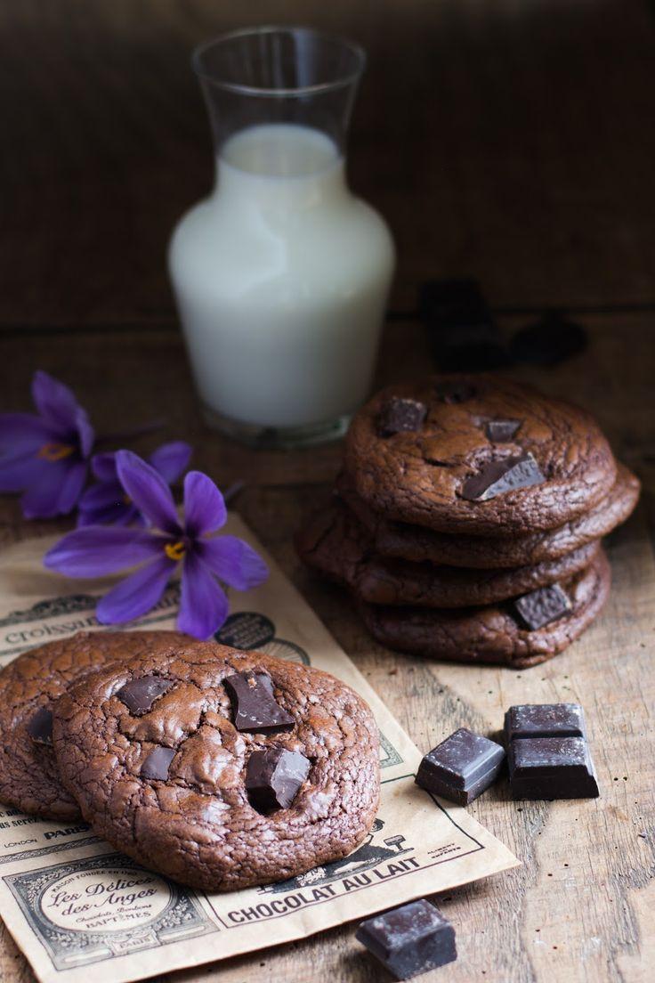 La recette que je vous propose aujourd'hui est tellement simple que vous allez pouvoir la réaliser aussitôt. Ces cookies très chocolatés ...