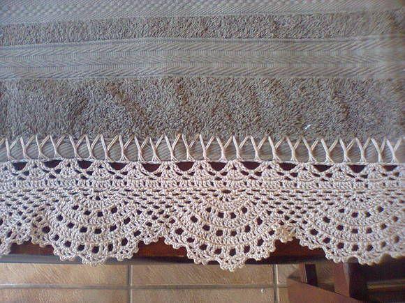 Este bico de toalha de banho de crochê, foi feita com a linha Cléa na cor branco e preto. Este preço é só o bico! Obs.: Faço do tamanho e cor que desejar.