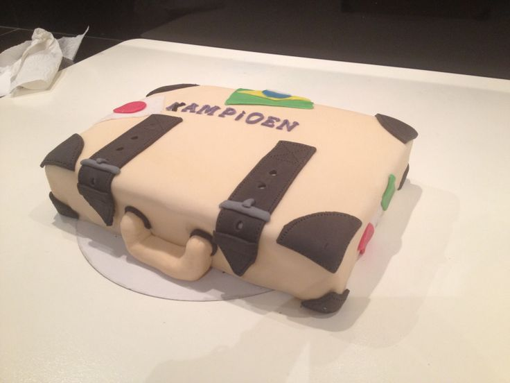 Samen met Dorien een taart gemaakt om de redactie van De Kampioen te bedanken voor haar stageplaats.