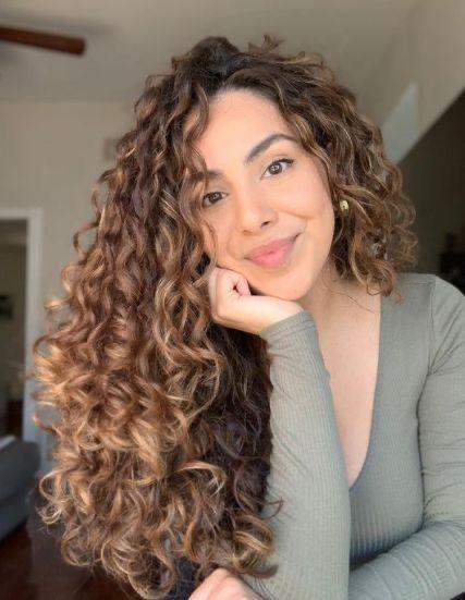 Cachos definidos: inspirações de cabelos cacheados - Crescendo aos Poucos em 2021 | Cabelo, Inspiração cabelo, Cabelo cacheado comprido