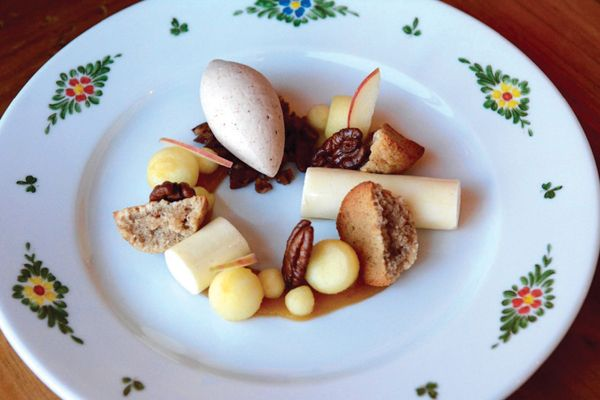 Mele: Honeycrisp Apple, Vanilla Bavarian, Candied Pecan, Pecan Brown Butter Cake, Maple Pecan Gelato