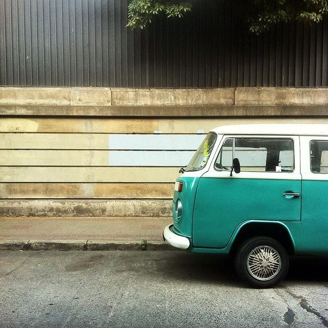 VW bus in Santiago de Chile by @laciudadalinsta
