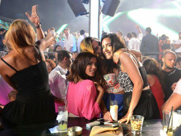 XXI wiek w stolicy Libanu. Dwie twarze Bejrutu: impreza w Sky Barze, jednym z najbardziej ekskluzywnych klubów w mieście
