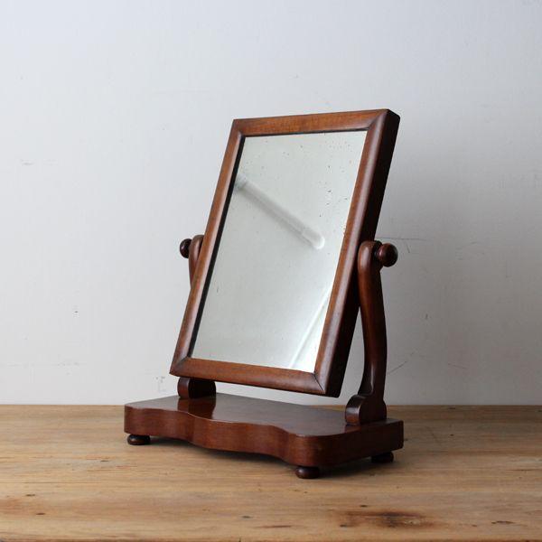 Antique Stand mirror/ イギリスで買付けたアンティークのスタンドミラー。 #家具 #ヴィンテージ #北欧 #テーブル #デザイン #アンティーク #デンマーク #イギリス #ミラー