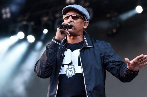 Xavier Naidoo soll nach dem Willen der ARD für Deutschland in den Eurovision Song Contest ziehen. Er ist die falsche Wahl – vermutlich auch musikalisch, auf jeden Fall aber wegen seiner fragwürdigen politischen Äußerungen, meint Lukas Jenkner.