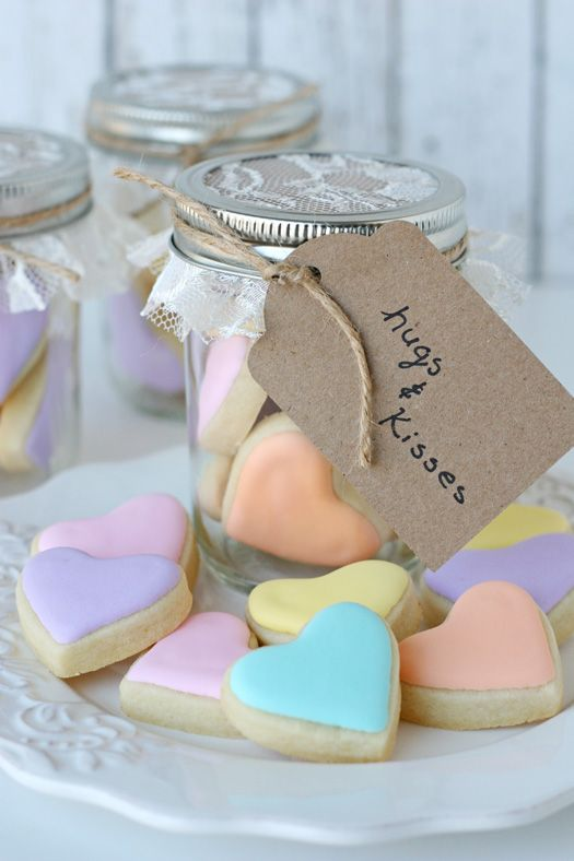 Heart Cookies in a Jar {recipe and tutorial} - glorioustreats.com