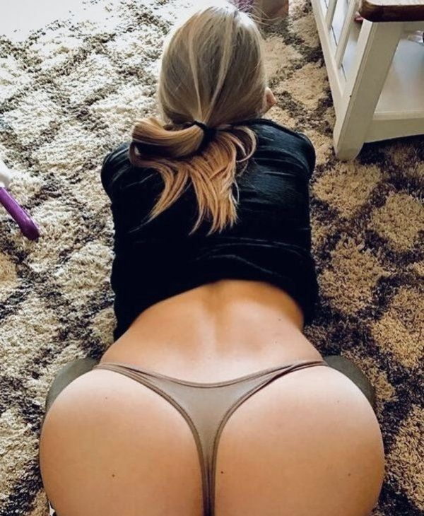 Hot girls in thongs pics