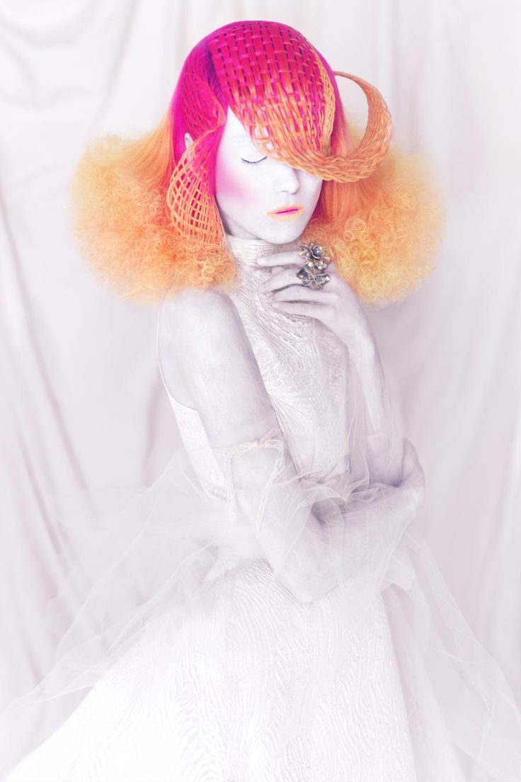 This incredible image is part of stylist's Manuel Mon's breathtaking Crisalida collection. Photog: Bernardo Baragano