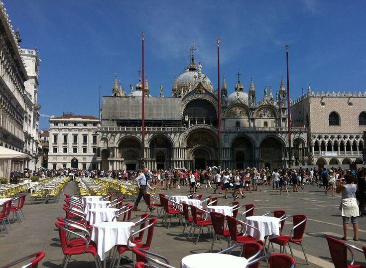 Plaza #SanMarcos, principal punto #turístico de #Venecia. http://www.venecia.travel/lugares-para-visitar/plaza-san-marcos/ #turismo #viajar #Italia