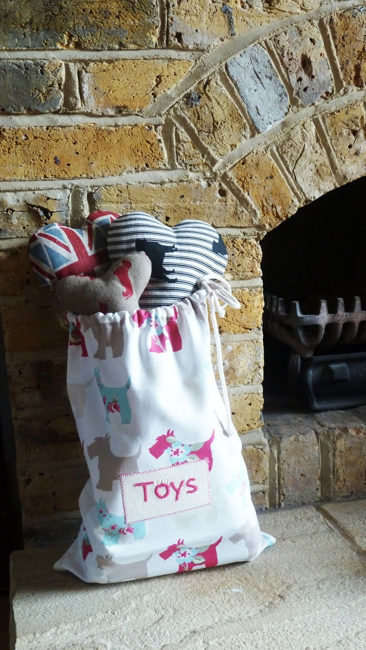 Luxury Dog Toy Bag Pink & Taupe Scottie, £20.00