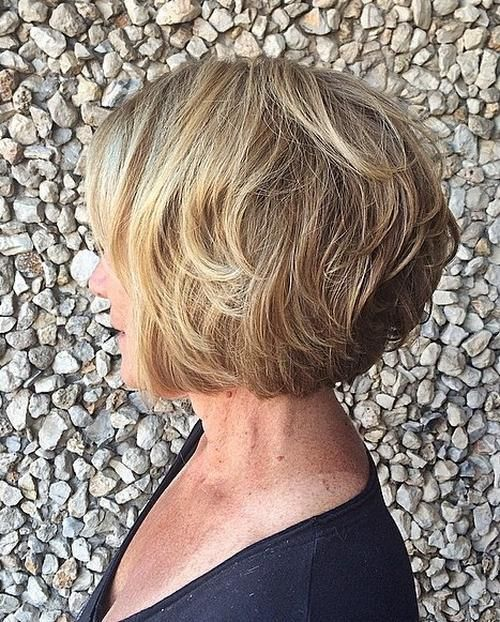 Layered Abgerundete Blond Bob