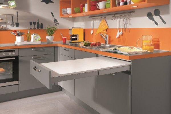 Speed 256 #kuchenne_warszawa #niemieckie_kuchnie #meble_kuchenne_warszawa #meble_nobilia #kuchnie_warszawa  Wysuwany blat roboczy, dodatkowe miejsce do pracy. Praktyczne rozwiązanie dla małych kuchni.