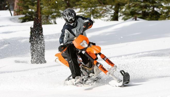 Convierte tu moto trial en una moto de nieve con Mountain Horse Kit  http://buenespacio.es/convierte-tu-moto-trial-en-una-moto-de-nieve-con-mountain-horse-kit.html  #moto #nieve #trial