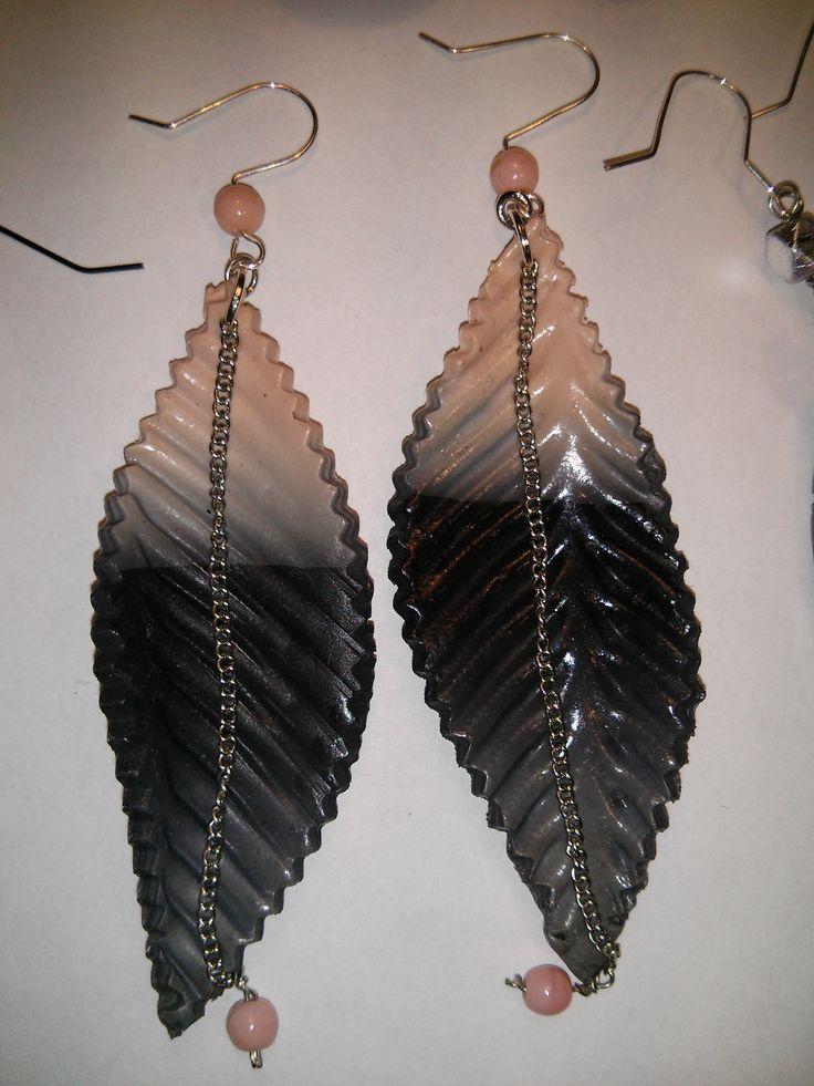 Hand made polymer clay earring. https://www.facebook.com/Anna-Donna-%C3%A9kszer-231340573715505/