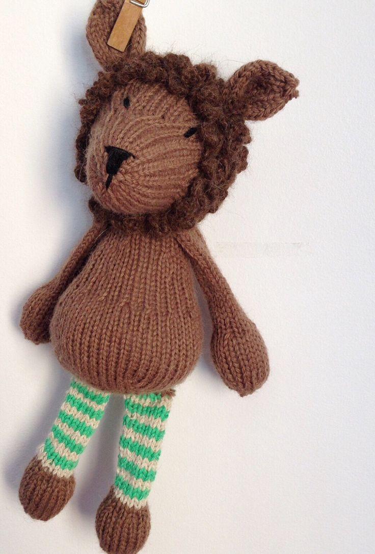 Pronto para envio - peluche macio - brinquedo bébé - tricotado à mão - prenda recém-nascido - sporty o leão by crochetdadita on Etsy