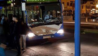 EΛΛΗΝΙΚΗ ΔΡΑΣΗ: Λέσβος: Μουσουλμάνοι μπαίνουν σε λεωφορεία και αρπ...
