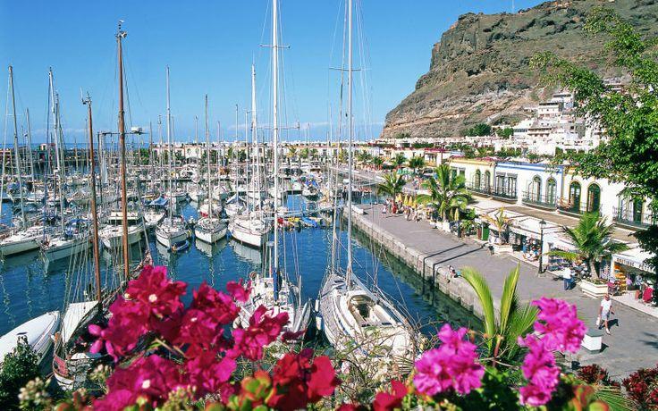 Puerto Mogánin markkinat, Gran Canaria. Lähde Afrikat-katamaraanilla uinti- ja snorklausretkelle kirkkaisiin vesiin Puerto Mogánin länsipuolelle. www.apollomatkat.fi
