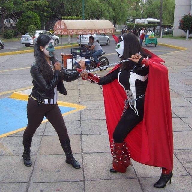 NOMBRE-- #concomics músic 2016 Guadalajara México  COMENTARIO-- #mirenuncosplayde la chica patasa y la chica Spawn en el #otoñocosplay  Pero #lomiolomioeselcosplay cuando quieren saber quien manda en esta pelea  Y por eso.... #elfuturodespawneshoy #elfuturodelcosplayeshoy  Y el #proyectoelpayasodiabolicamentedivertido  #proyectospawncualquiercosavencealmal  Y la lista hashtag relacionado a las 2 chica que esta teniendo un #emfrentamientocosplay con.... #payasodiabolico #payaso2016…
