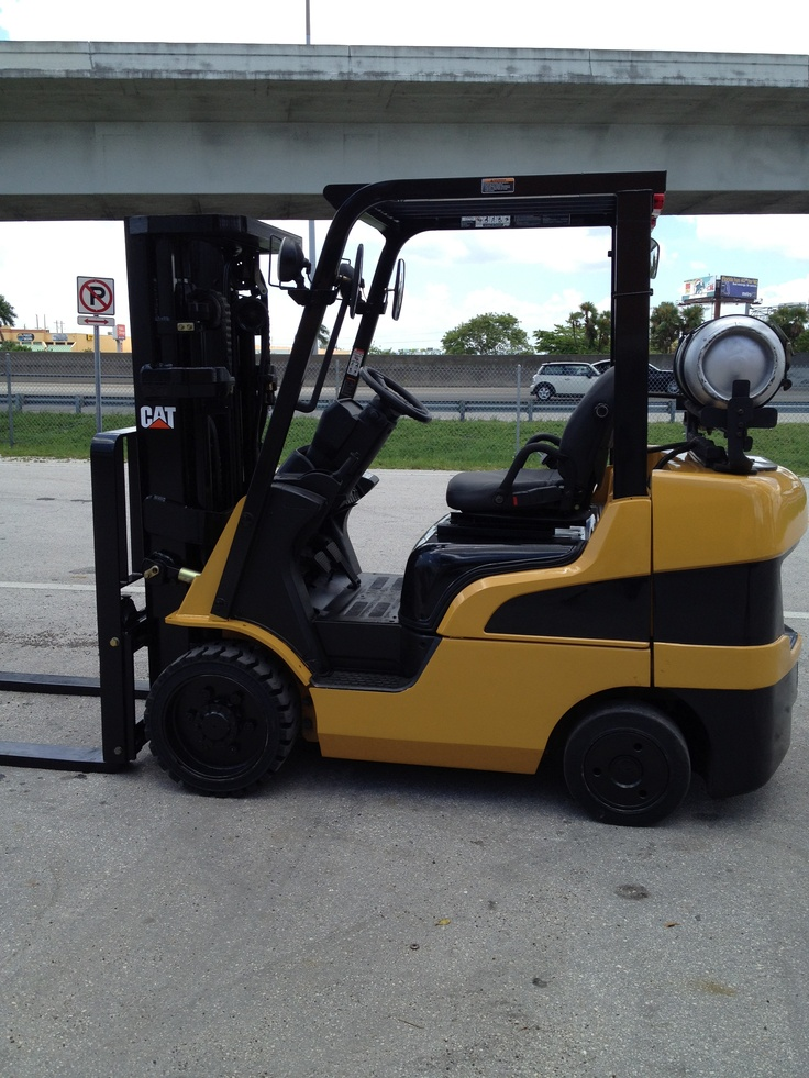 Forklift for sale in Miami 2007 Caterpillar model C6000 triple mast side shifter 6,000lbs $12,500
