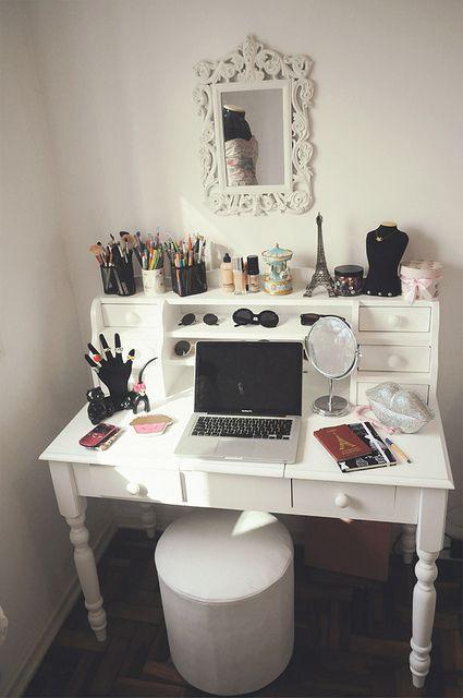 make-up station