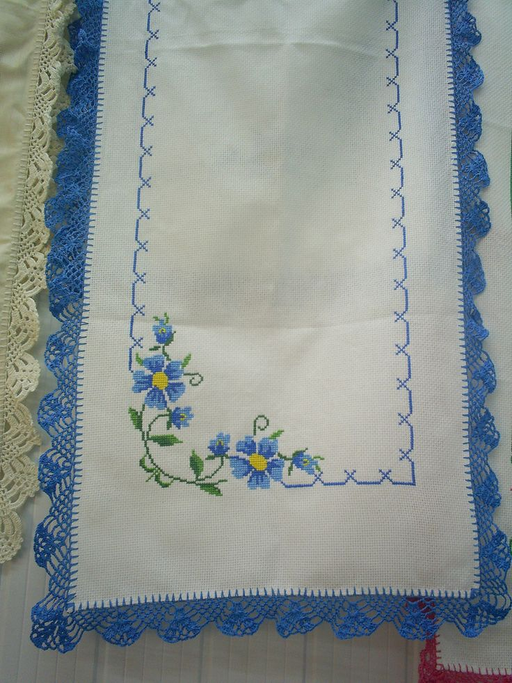 Caminho de mesa branco com azul