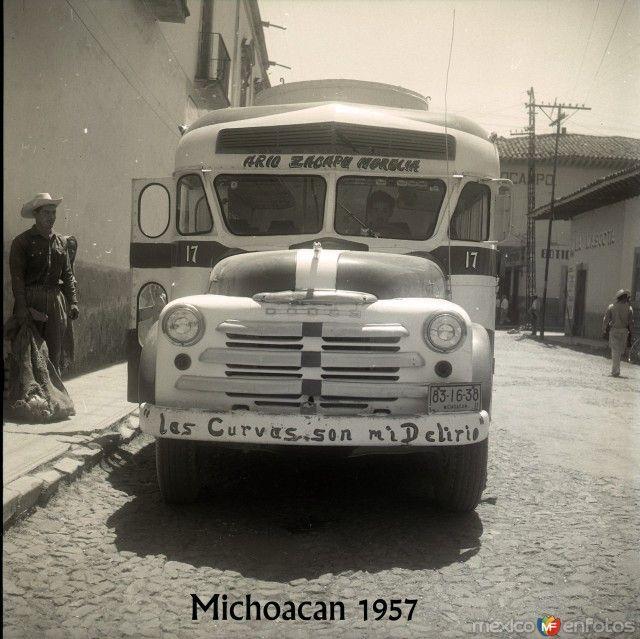 Fotos de Morelia, Michoacán, México: Autobus de Pasajeros  hacia 1957