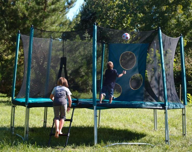 Nos pack trampoline + filet + échelle  et la cage TrampoFoot en cadeau. Que demander de plus ? ;)